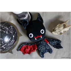 Witchy batty (noir et rouge)- peluche toute douce