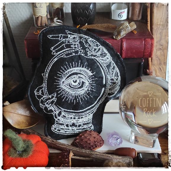 divinatory amulette