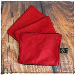 fleurs fond rouge-  Lingette démaquillante lavable