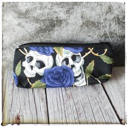 Trousse crânes fleurs bleues